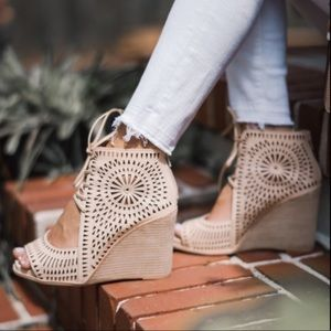 Jeffrey Campbell Rayos Wedges - Size 9